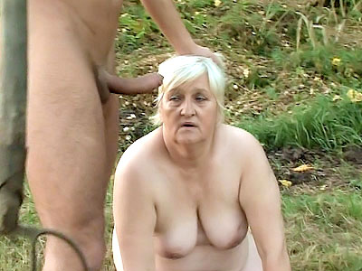 Chunky GILF Enjoys Outdoor sex hunger