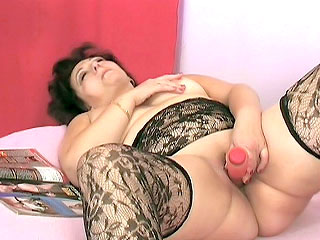 corpulent GILF Toying Her Pussy